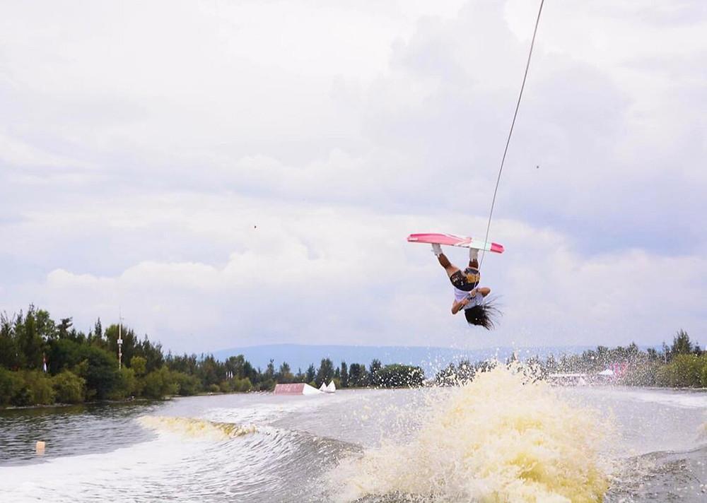 Eugenia de Armas wakeboard tricks