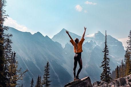 mujer montaña (1).jpg