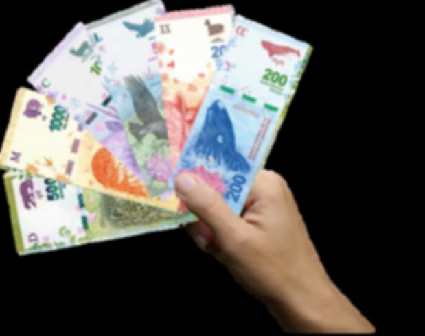 mano con pesos argentinos.png