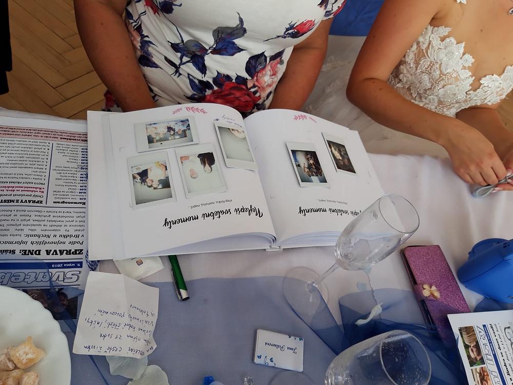 Svatební kniha hostů - na svatbě mezi hosty
