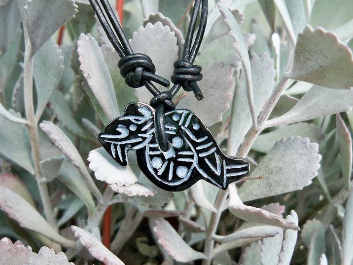 Dije tallado en obsidiana   Obsidian pendant
