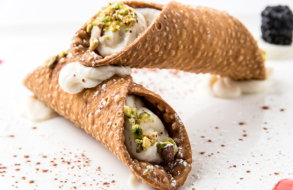 Cannoli with ricotta filling