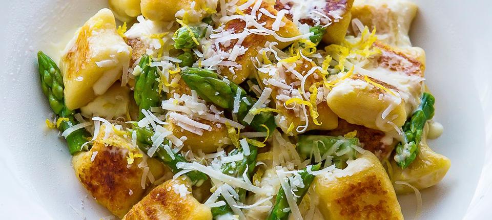 Gnocchi with lemon cream suace