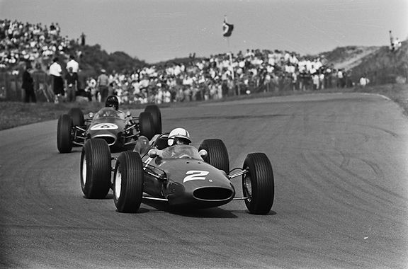 Surtees_and_Gurney_at_1964_Dutch_Grand_P