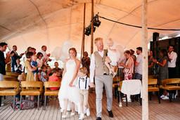 Bruidspaar na trouwceremonie.JPG