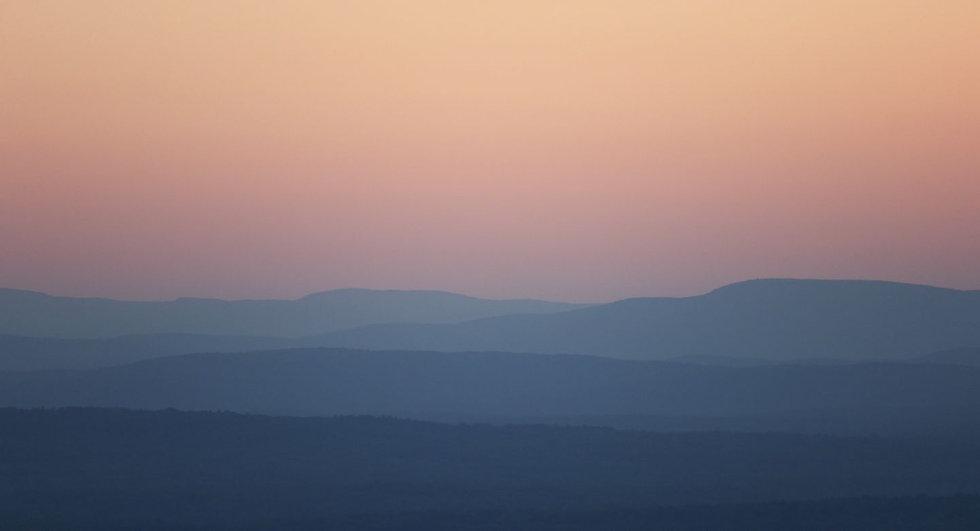 negative-space-soft-mountain-1440.jpg