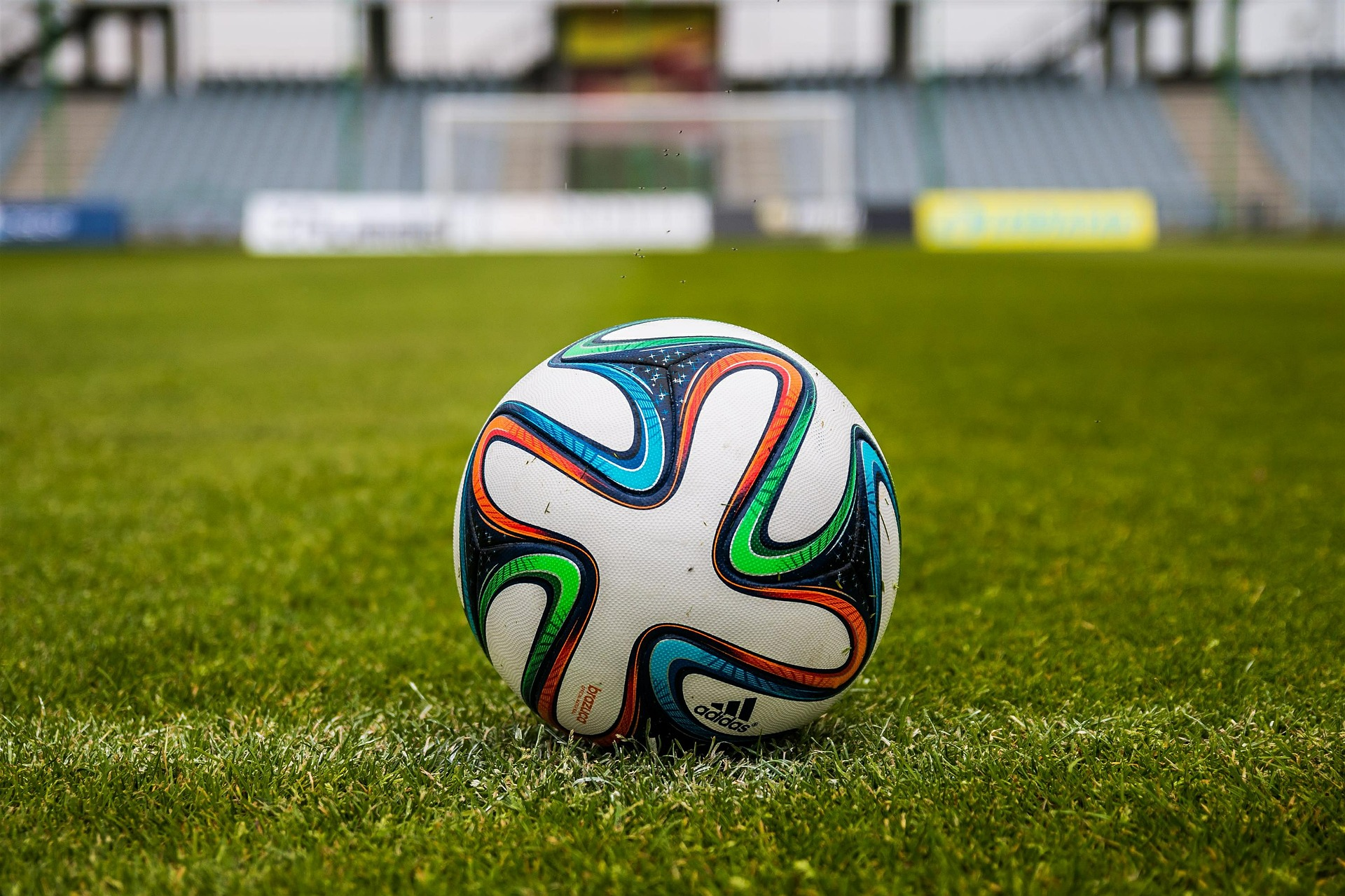 the-ball-488717_1920