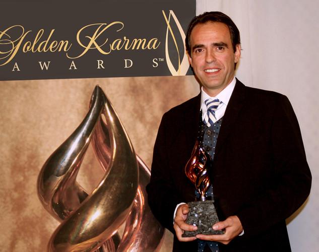Dino-Zonic-receiving-Golden-Karma-Award.