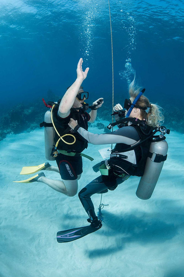 Roatan Instructor development course candidate in open water