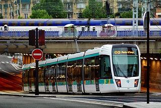 Tramway_Paris_T3_et_Transilien.jpg