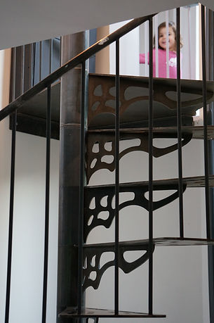 escalier colimaçon hélicodale sur mesure en métal férronnier métallier paris 92