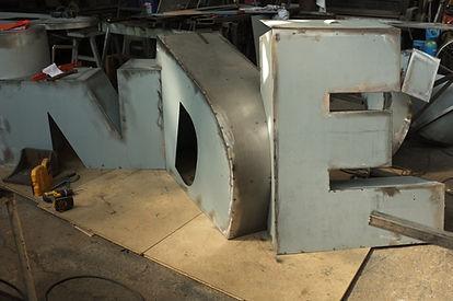 lettre acier en volume industriel férronnier paris 93