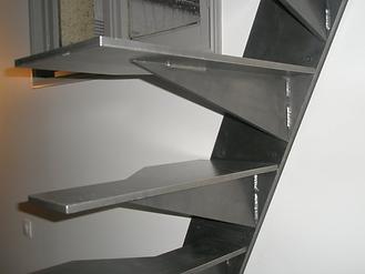 escalier à pas japonais en métal paris vincennes 94