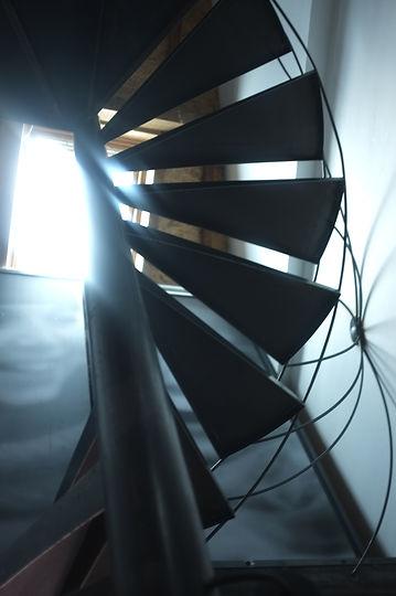 escalier hélicoidale colimaçon métal tôle noir férronnier romainville 93