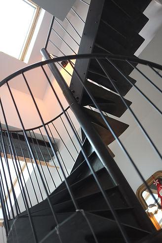 escalier sur mesure élicoidale en métal ferronnier montreuil 93