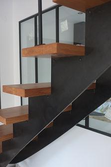 escalier métal et bois sur mesure fabricant férronnier 77