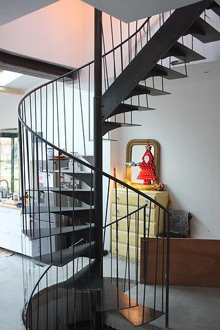 escalier sur mesure élicoidale en métal férronnier vincennes 94