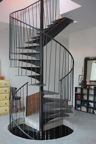 escalier sur mesure élicoidale en métal férronnier 92