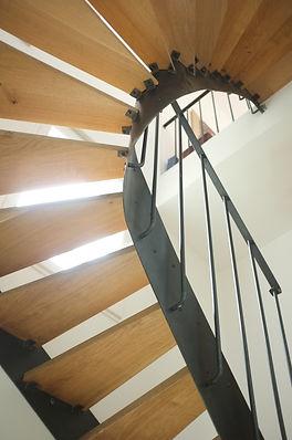 escalier en metal marche en bois ferronnier paris