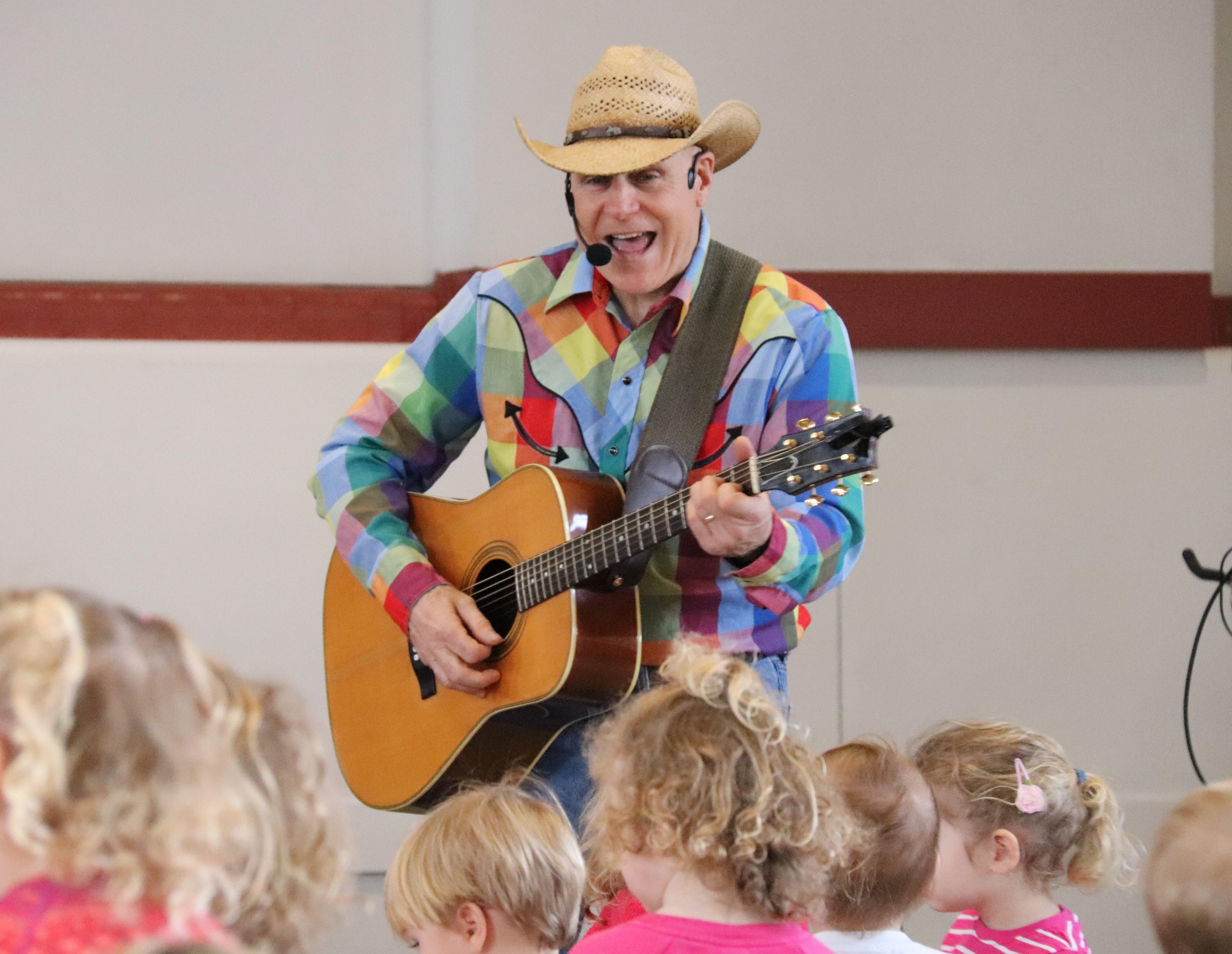 Kidsinger Jim weekday daytime concert