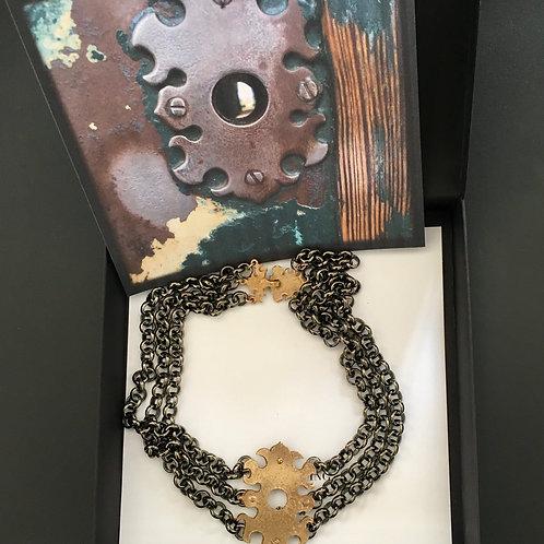 Priorato - collana bronzo e catene con granato centrale