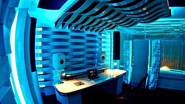 vicoustic_martin_garrix_studio-930x520.j