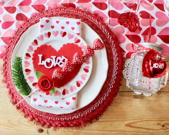 I Heart Valentine\'s Tablescape | CuterTudor.com | Woodway | Home Decor