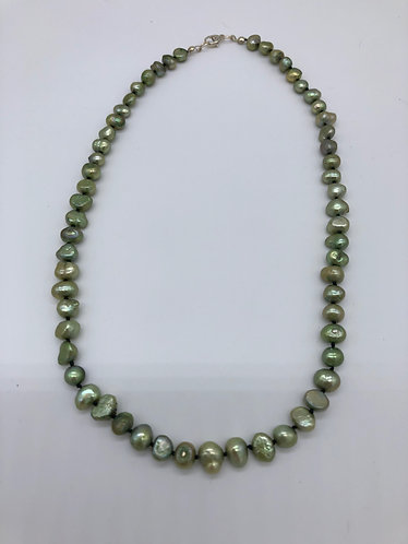 Green cultured pearl knotted necklace