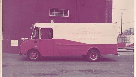 09 - 1969 First Aid Van.jpg