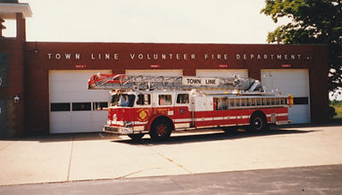 16 - 1981 Seagrave Ladder.jpg