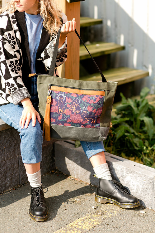 Flagship Tote | Foxes