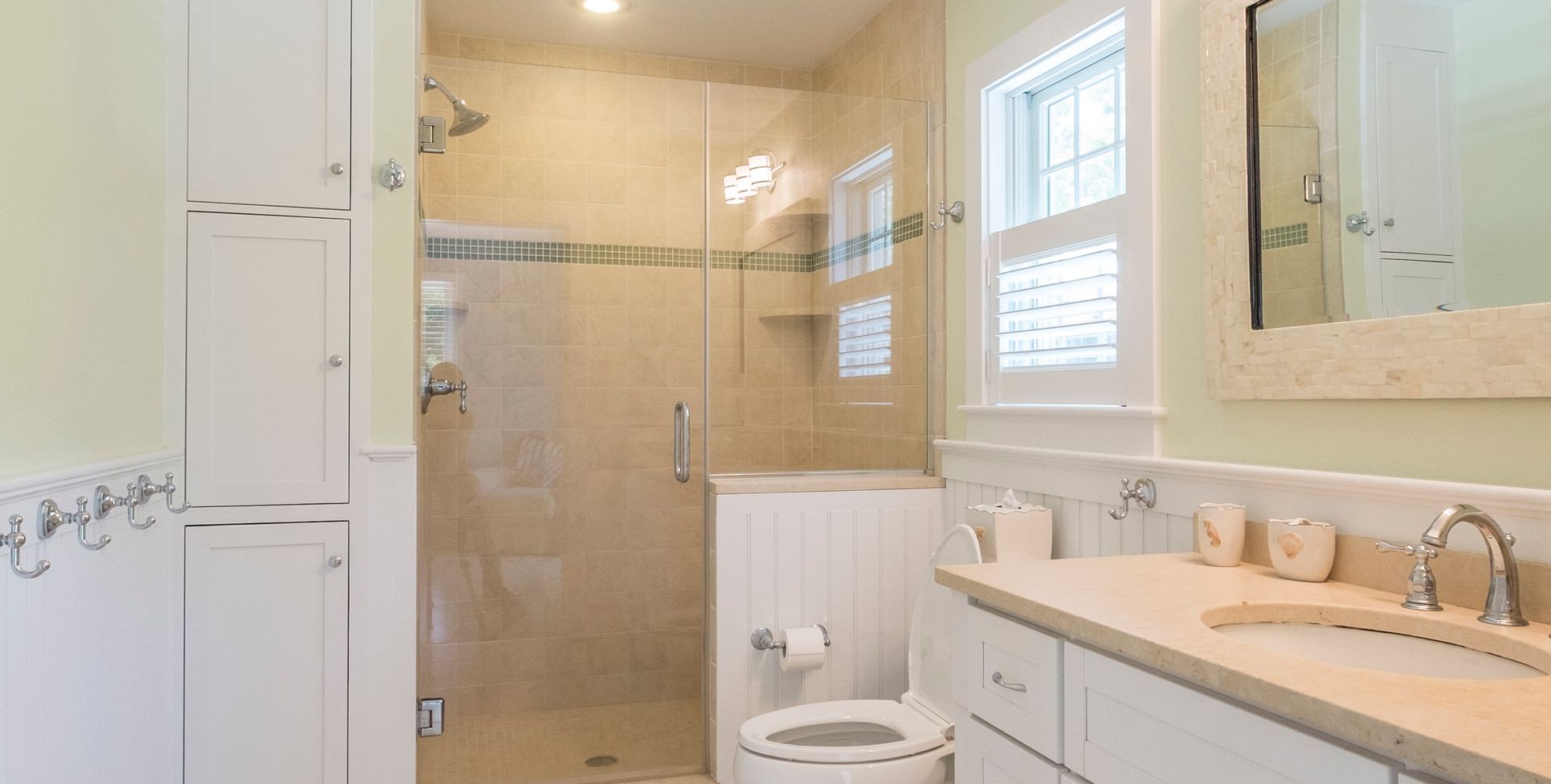 Cape Cod Bathroom with Shower
