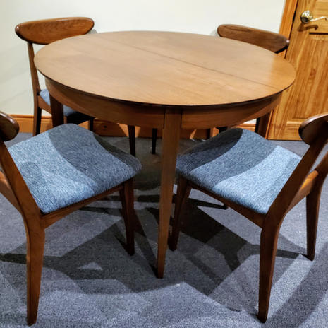 Deilcraft table and chairs SOLD