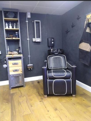 Built-in hairdresser's hair wash basin