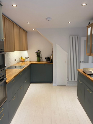 Smart kitchen fit with vertical radiator