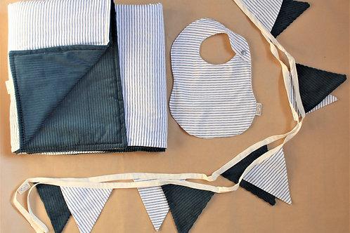 Kit naissance, cadeau enfant, cadeau bébé, couverture, guirlande de fanions, bavoir, fait main, tissu oeko tex, chabade
