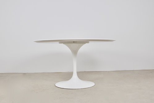Dinning table by Eero Saarinen for Knoll International, 1965s
