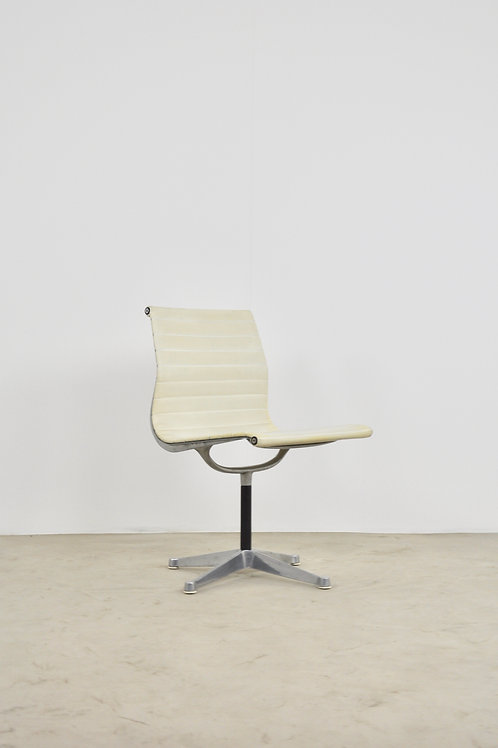 White Office Armchair by Charles &Ray Eames for Herman Miller 1970S