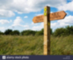 wooden-footpath-sign-post-indicating-pub