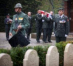 Met militaire eer (her)begraven