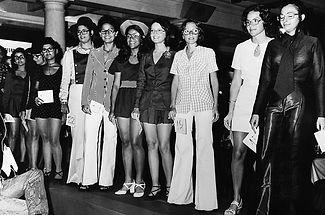 Desfile anos 70 foto P&B.jpg
