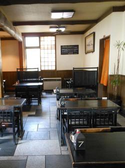 店内 テーブル1