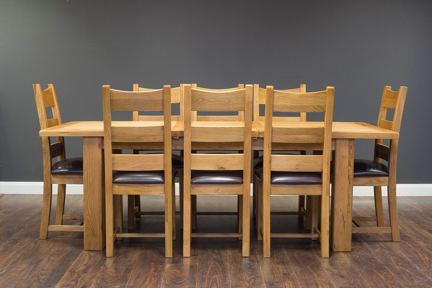 1.8 Extending with PU Chairs (2).jpg