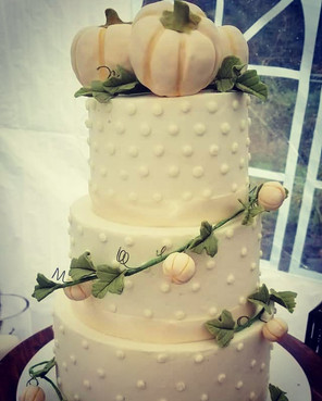 #fallwedding #handmadefondanttoppers #we