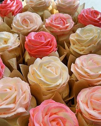 And lemon, too! ❤️🥀🌹🍋_._._._#cupcakes