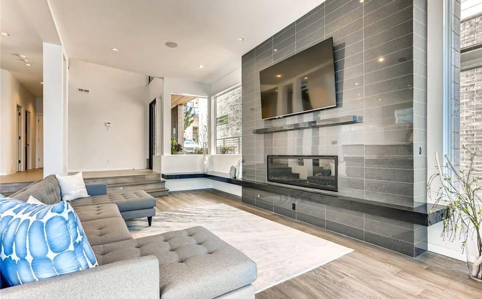 Sandpoint living room to entry.jpg