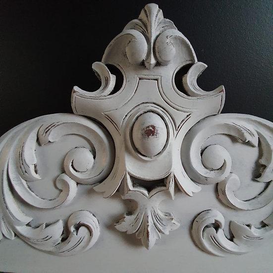 French Pediment