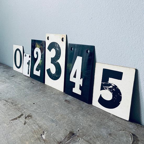 A Set of Vintage Numbers 0 - 5