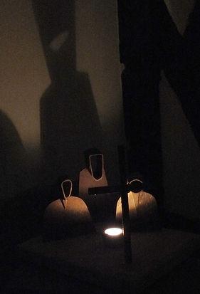 Moenche mit Schatten (2) k.JPG