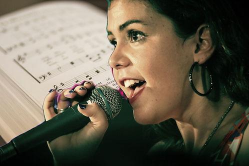 singer-1047531_1920_edited_edited.jpg